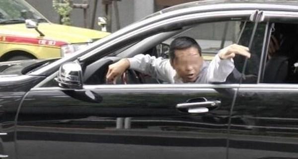 【驚愕】ヤクザに追突された後「すまん」と200万円を渡された男・・・。その後の行動が驚き!