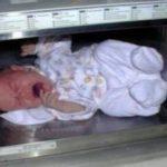 【悲惨】電子レンジで自分の子どもを加熱する母親が存在!もはや狂ってると非難殺到!!